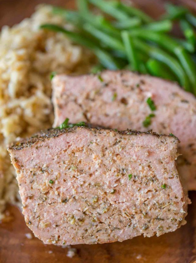 Italian Turkey Meatloaf is Weight Watchers (1SP/serving) friendly, made with lean ground turkey breast meat, Italian herbs, garlic and Romano cheese.
