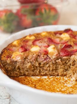 Strawberry Creme Baked Oatmeal