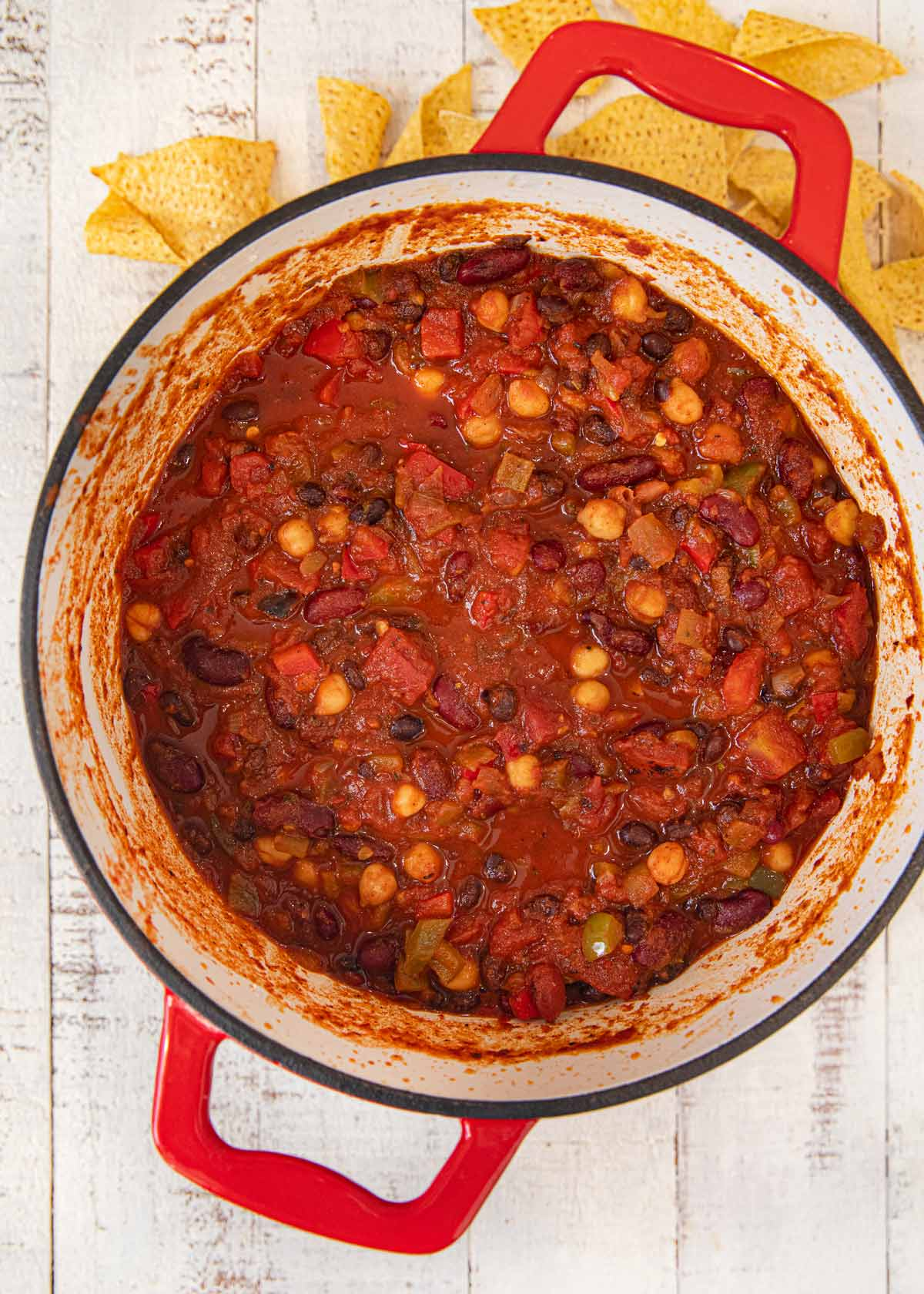 Vegetarian Chili in red pot